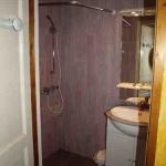 12: Salle d'eau avec douche en siphon de sol