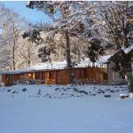 2: chalet pin sous neige
