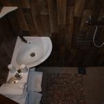 6: Salle d'eau avec douche en syphon de sol